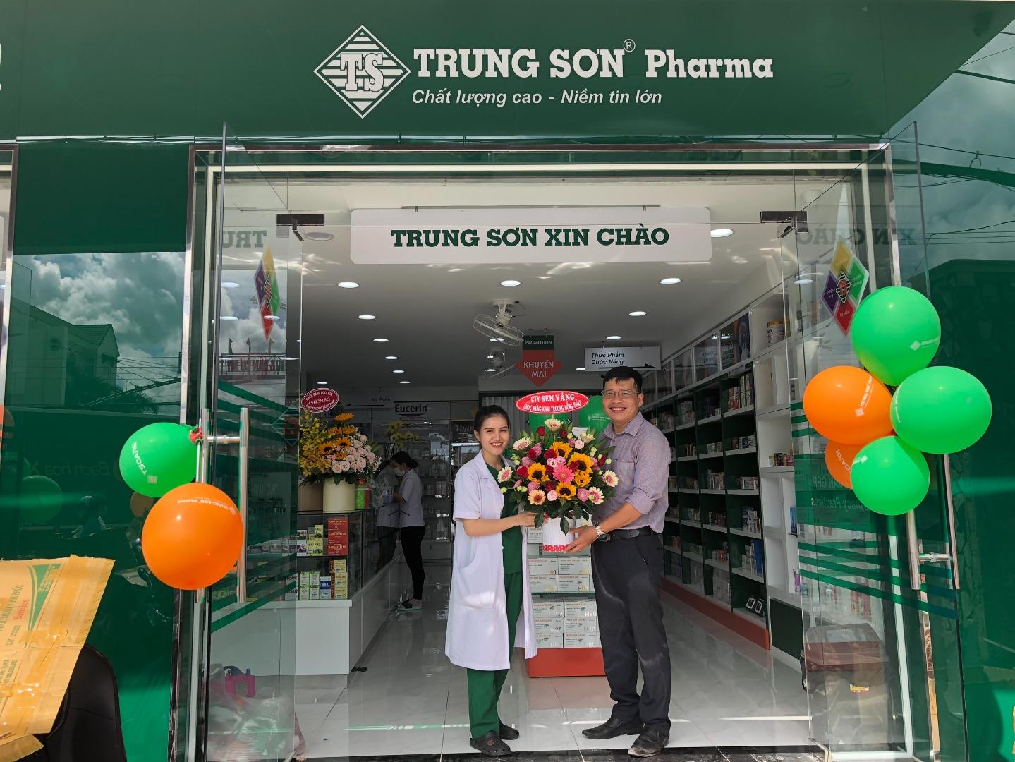 Công ty TNHH Dược mỹ phẩm Sen Vàng chúc mừng Hệ thống nhà thuốc Trung Sơn Pharma khai trương: